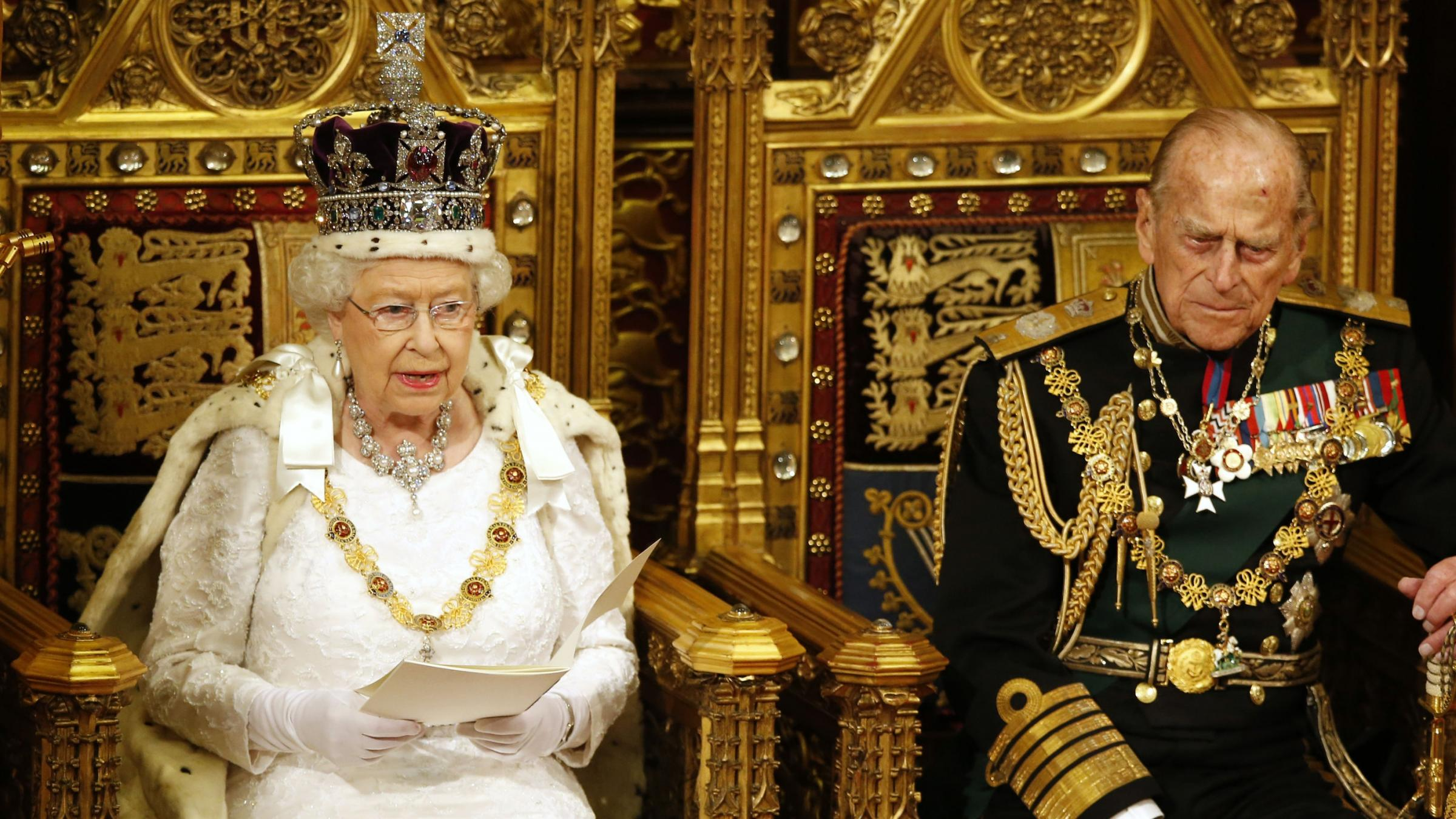 Queen outlines UK government agenda in scaled-down speech